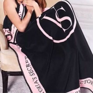 VS logo plush fleece blanket